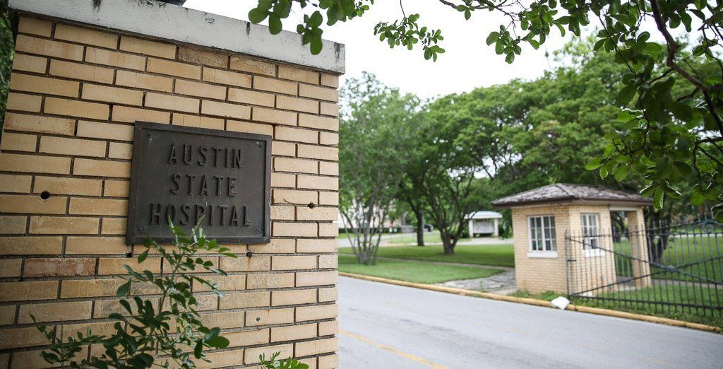 Photo of the Austin State Hospital entrance driveway